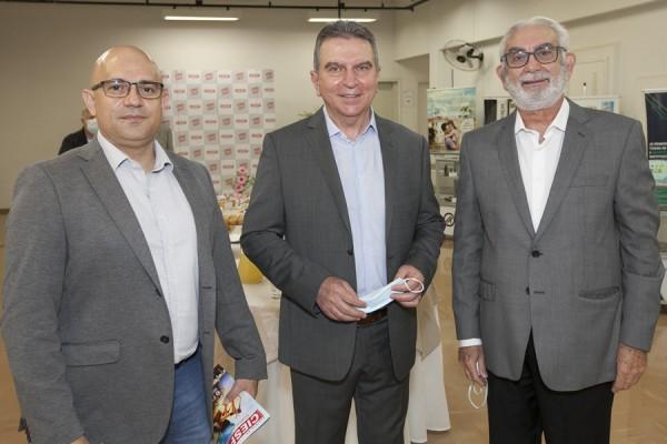 Café da Manh㠖 Paulo Skaf e Empresários